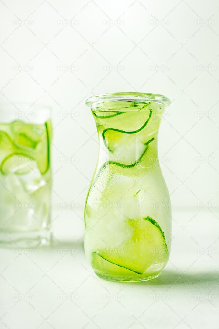 Cucumber Infused Water: Stock Photos