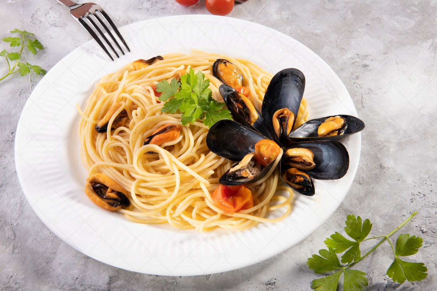Spaghetti And Mussels: Stock Photos