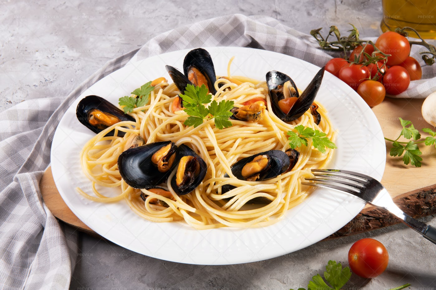 A Spaghetti And Mussels Dish: Stock Photos