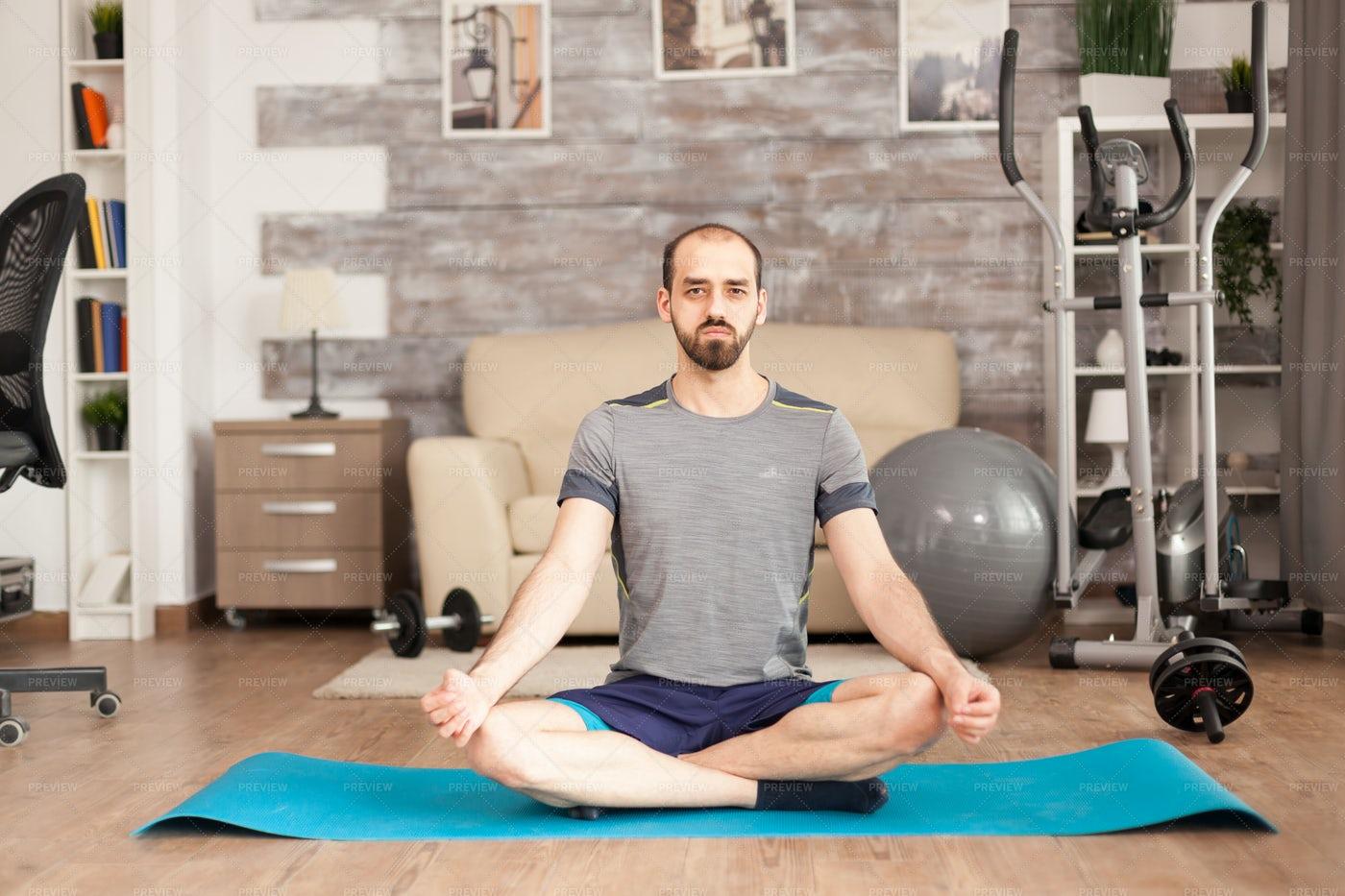 Lotus Yoga Pose: Stock Photos