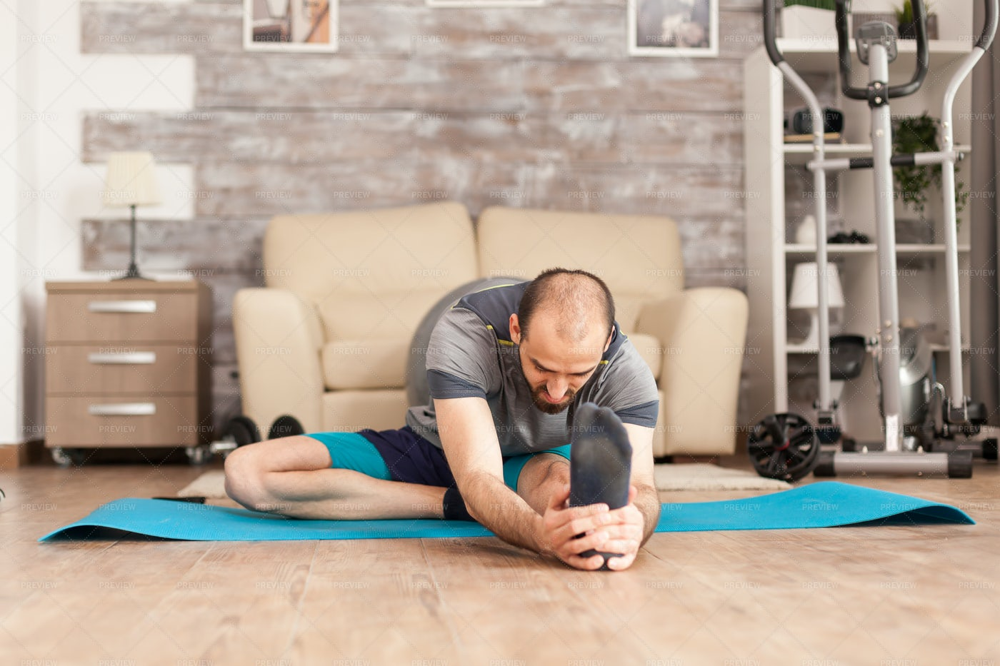 Stretching Before A Workout: Stock Photos