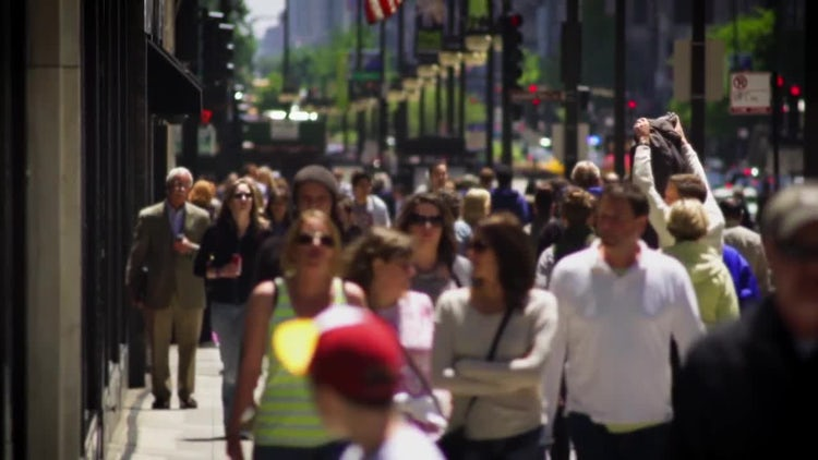 People On Chicago Street At Rush Hour: Stock Video