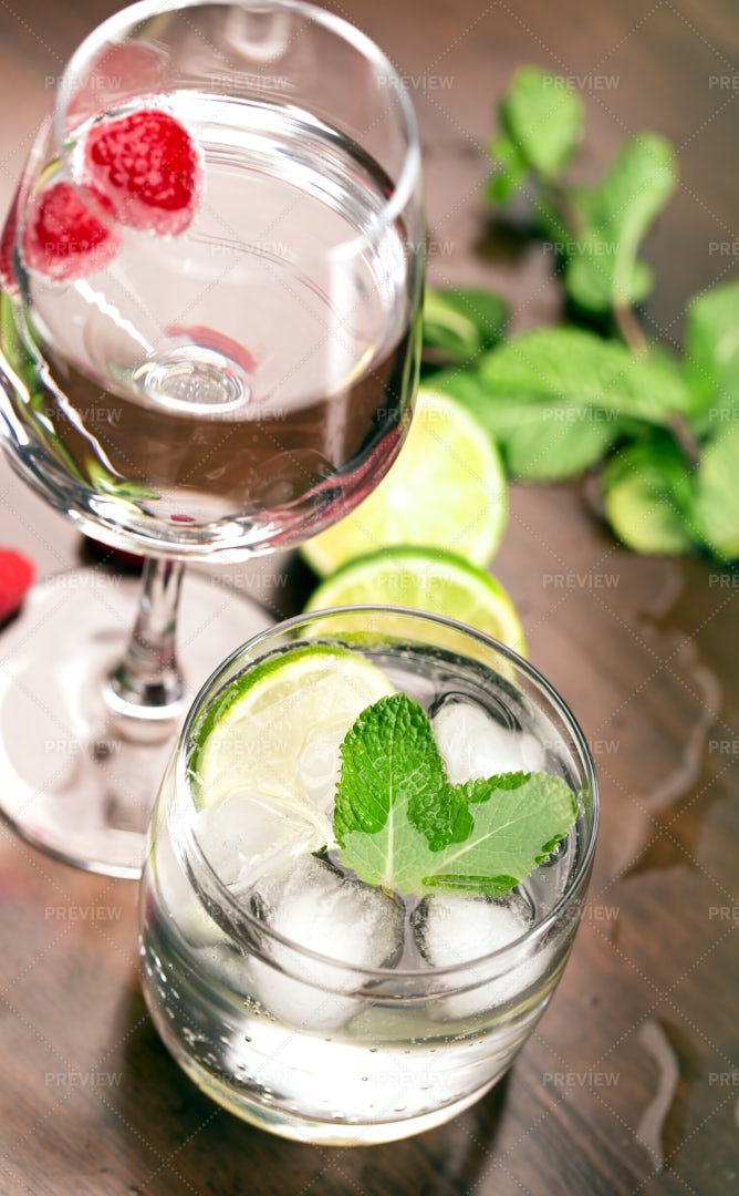 Cocktails With Lime: Stock Photos