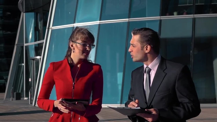 Business People Walk And Discuss : Stock Video