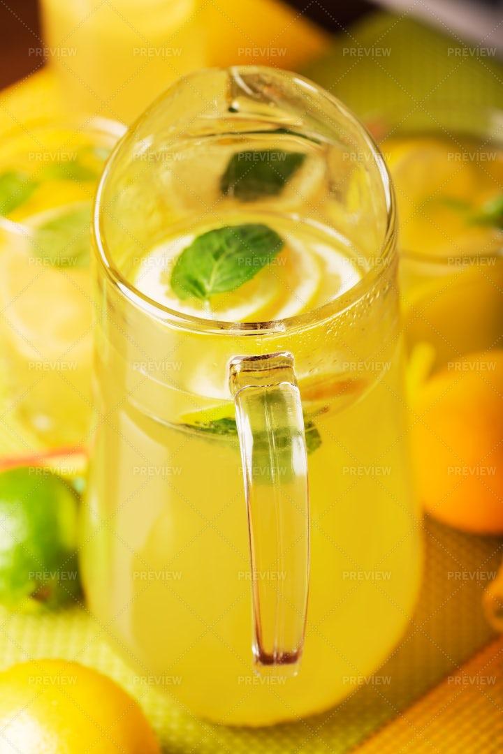Fresh Lemonade Jar: Stock Photos