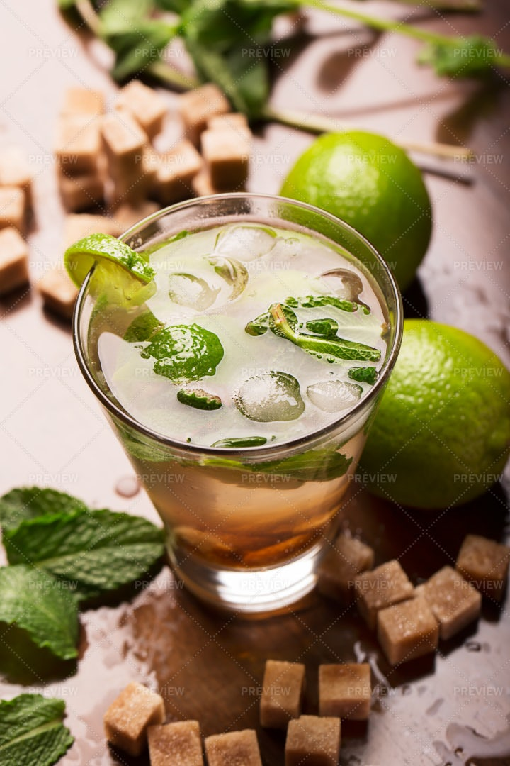 Fresh Mojito Cocktail: Stock Photos