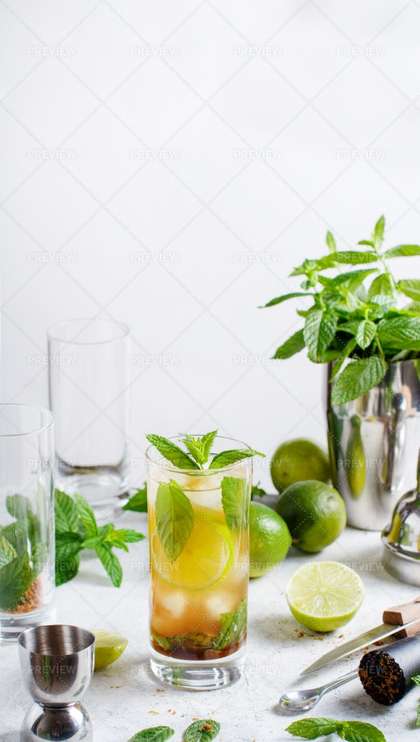 Cocktail And Ingredients: Stock Photos