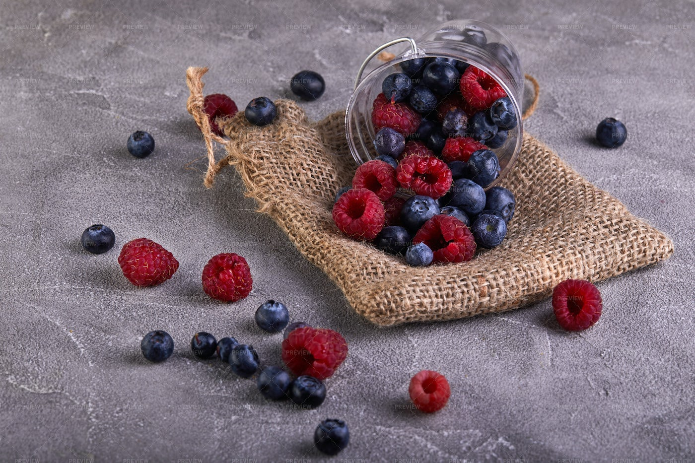 Scattered Berries: Stock Photos