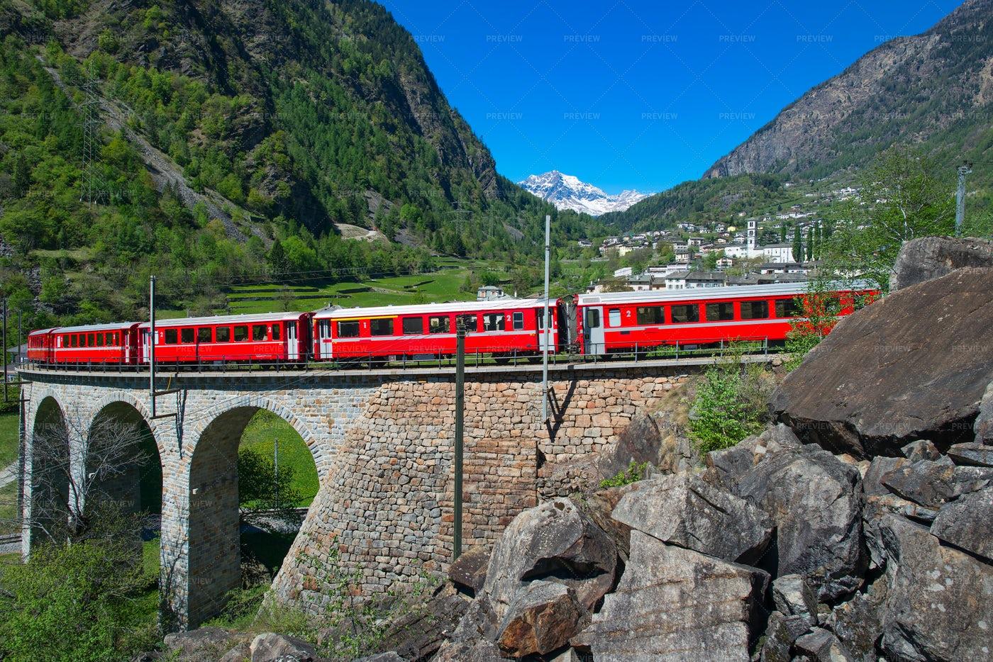 Train Over The Bridge: Stock Photos