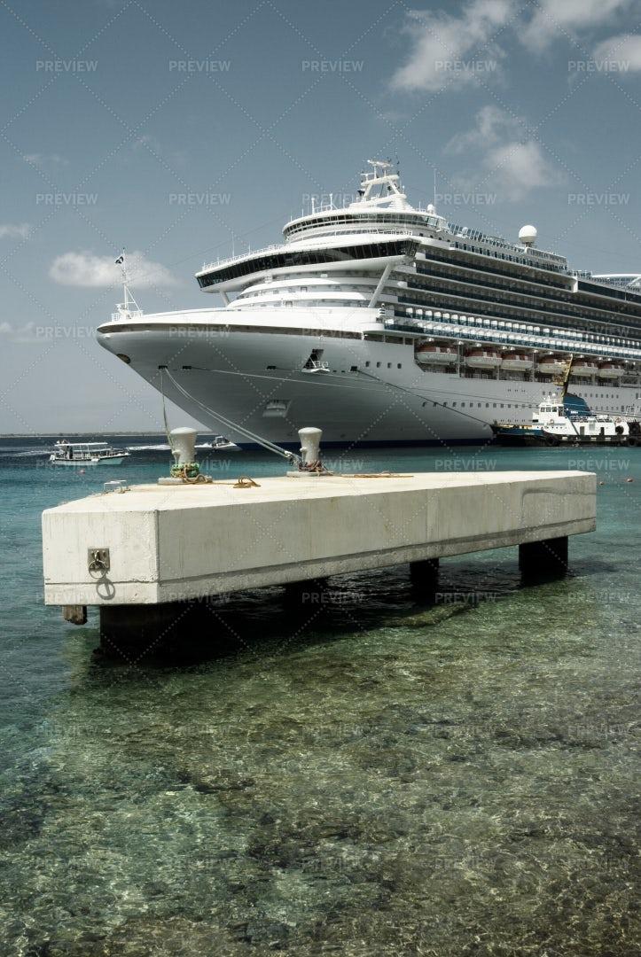 Ship Docked In Bonaire: Stock Photos