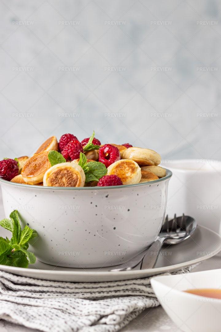 Mini Pancakes And Berries: Stock Photos