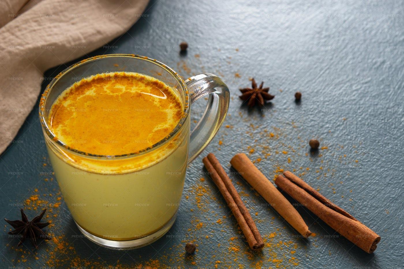 Indian Golden Milk: Stock Photos
