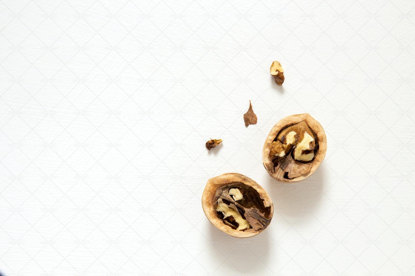 Chopped Walnut: Stock Photos