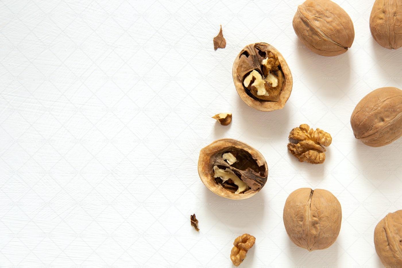 Inshell Walnuts: Stock Photos