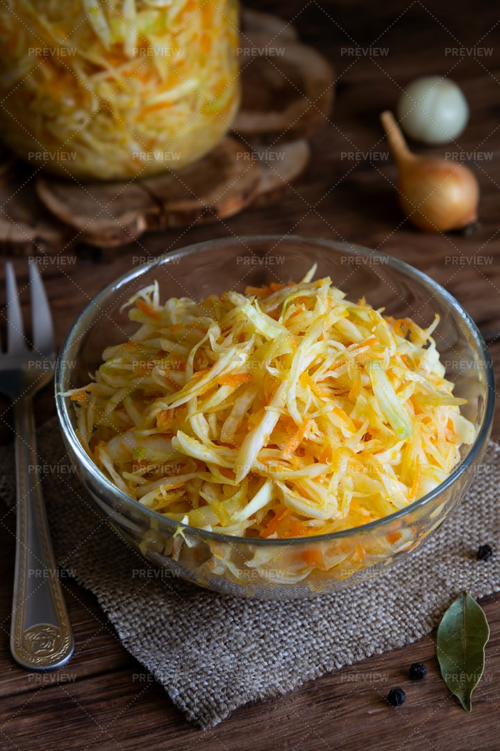 Cabbage With Carrots: Stock Photos
