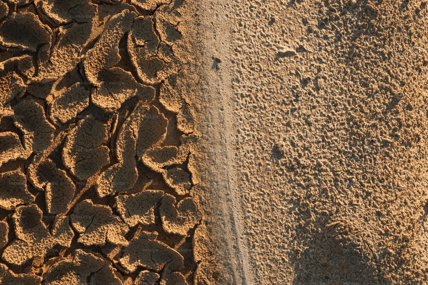 Cracked Desert Soil: Stock Photos