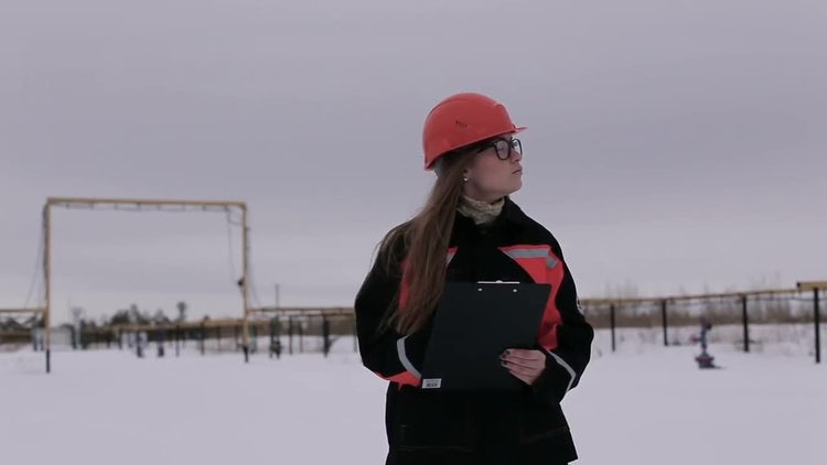 Female Engineer Outdoors Winter: Stock Video