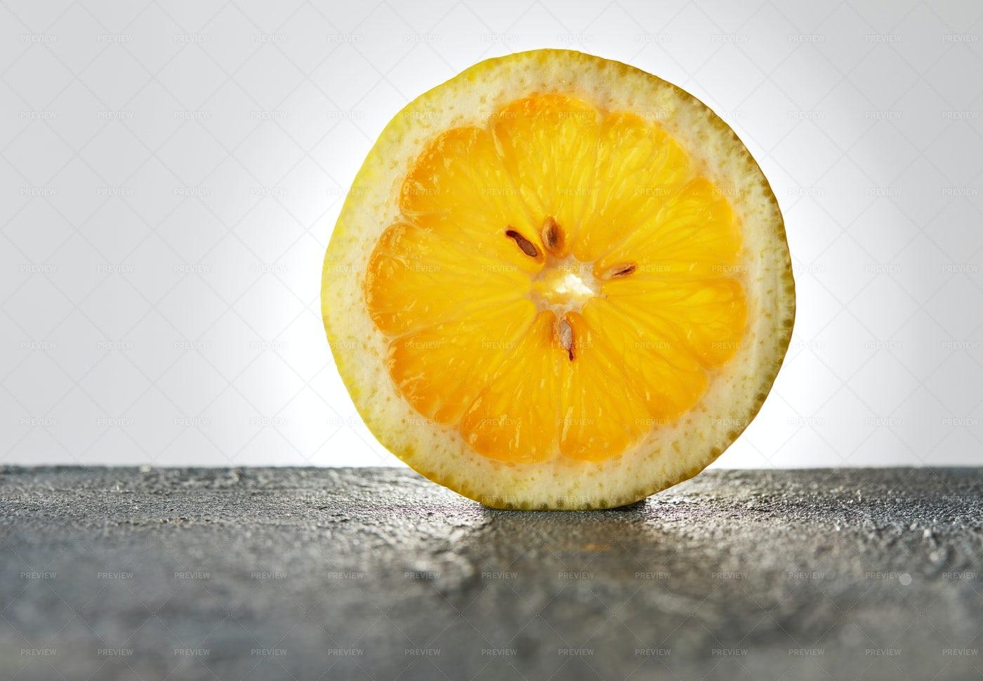 Slice Of Lemon: Stock Photos