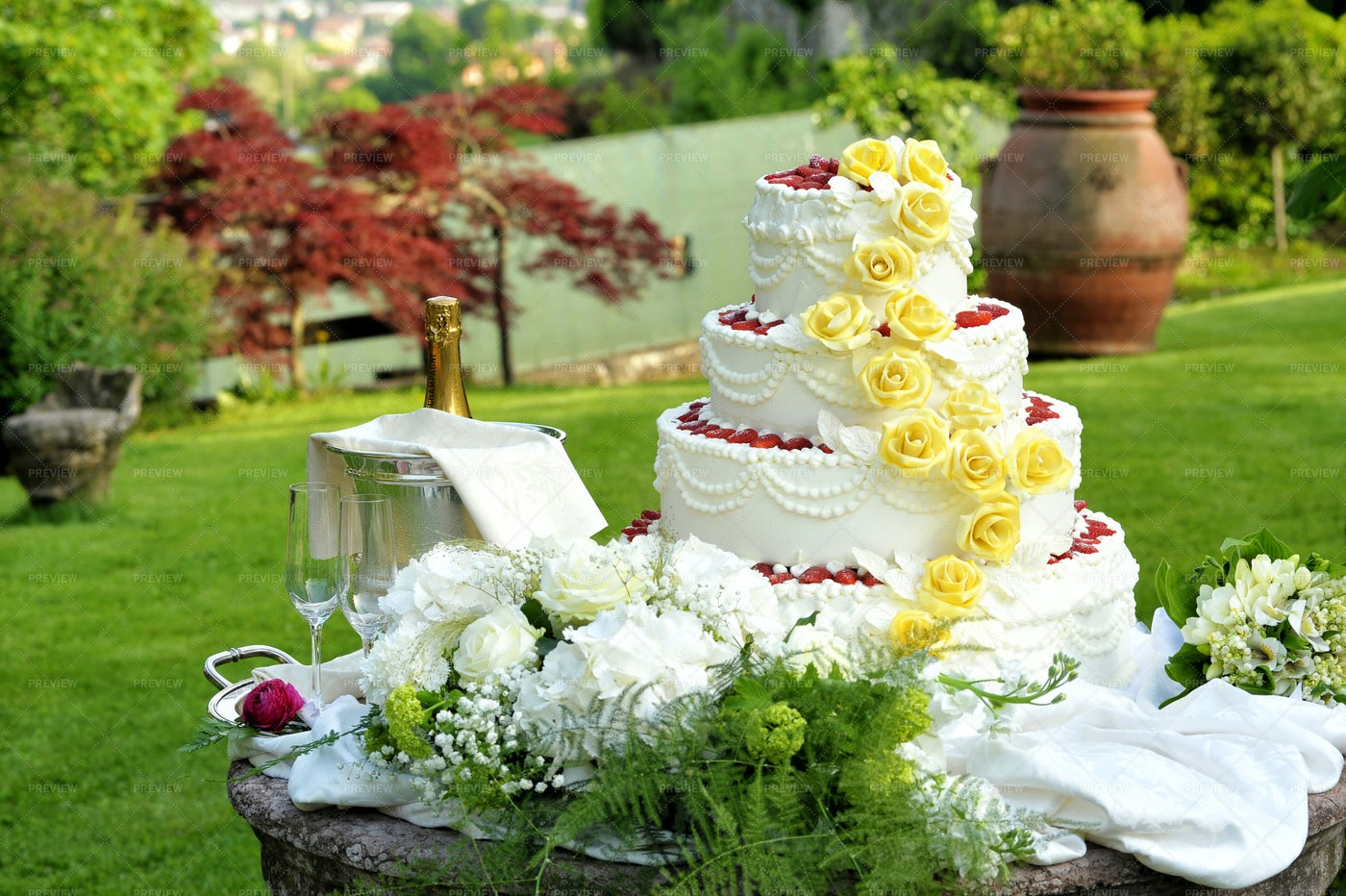 Decorative Wedding Cake: Stock Photos