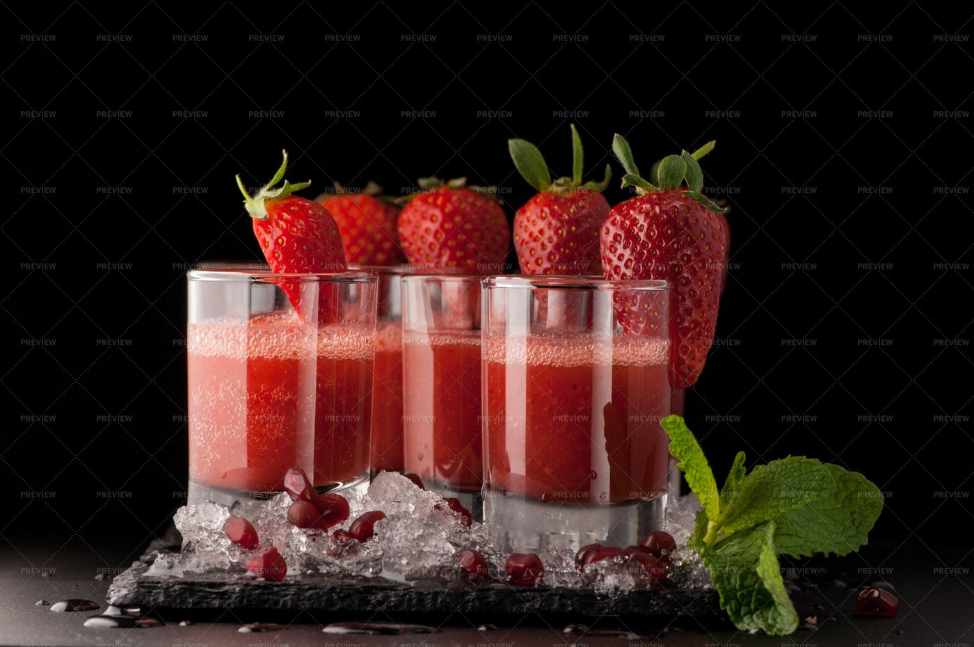 Strawberry Drinks: Stock Photos