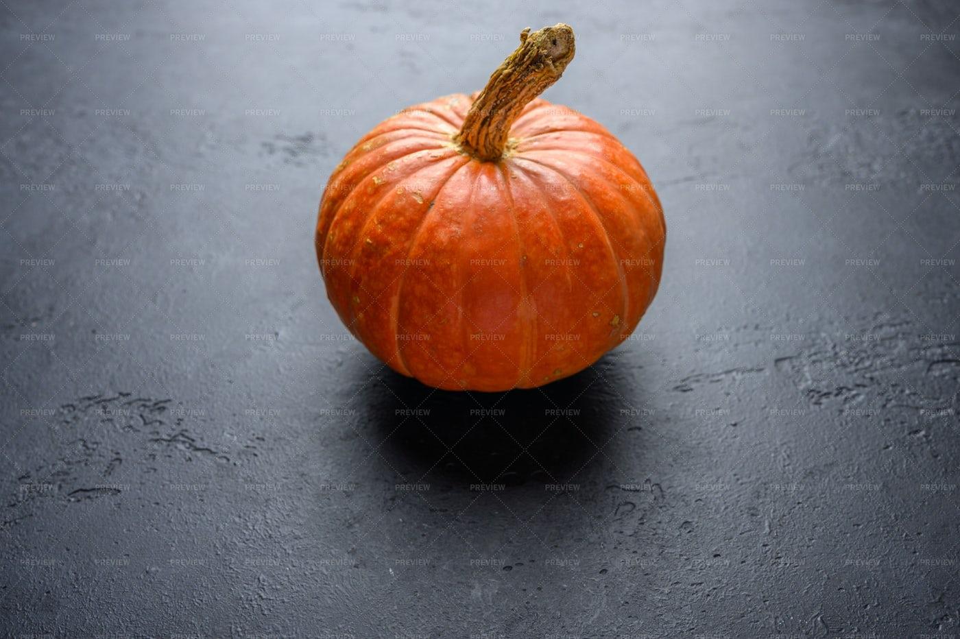 Organic Autumn Pumpkin: Stock Photos