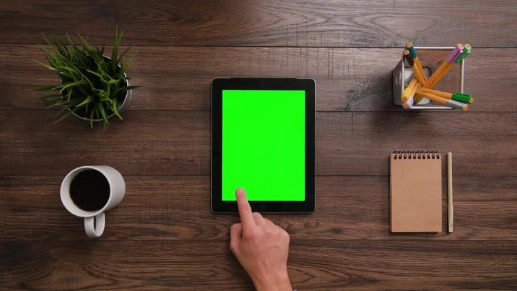 3 Scrolls Ipad Green Screen : Stock Video