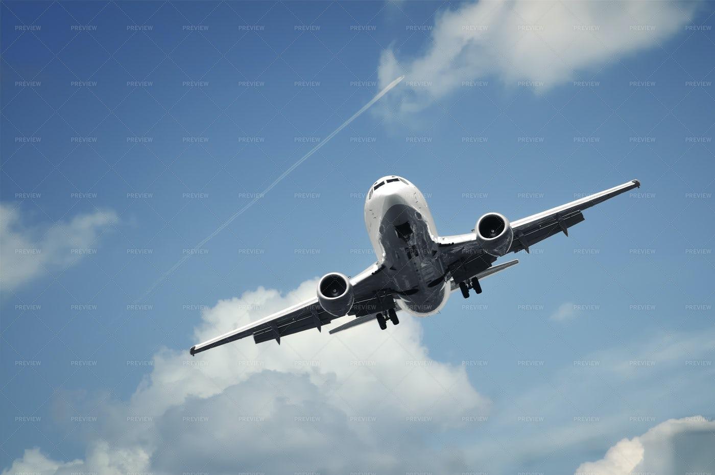 Jet In Flight: Stock Photos