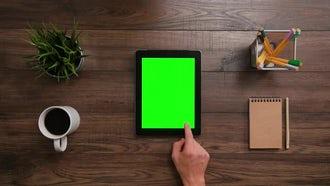 Ipad Green Screen Scrolls-Click: Stock Video