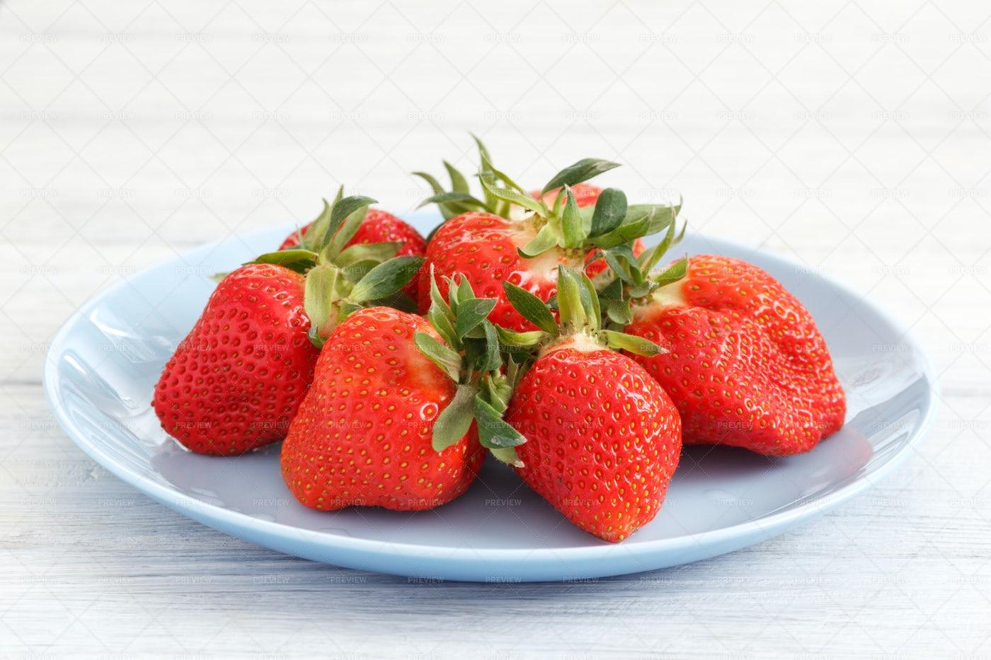 Fresh Strawberry On Plate: Stock Photos