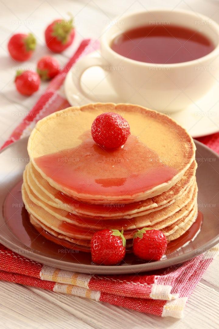 Pancakes With Strawberry: Stock Photos