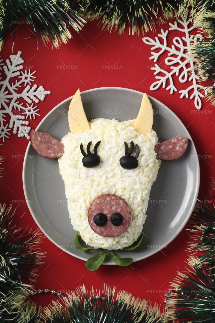 Bull Face Shaped Salad: Stock Photos