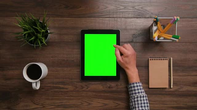 IPad Green Screen 2x Scrolldown : Stock Video
