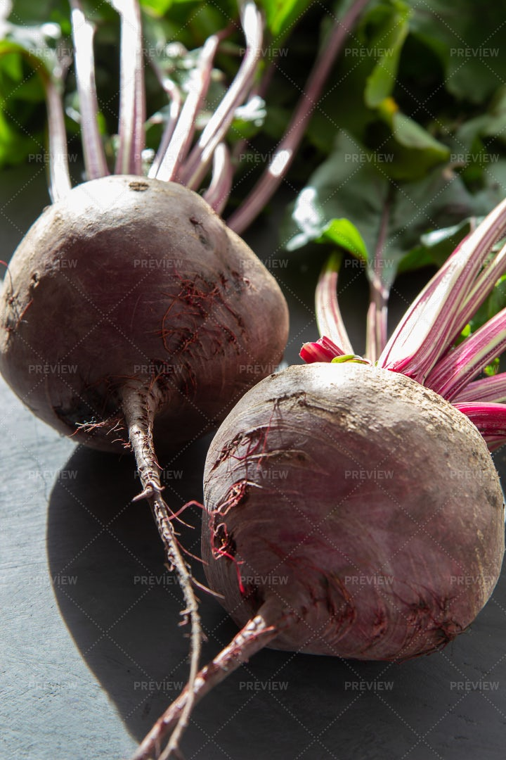 Fresh Beets With Leaves: Stock Photos