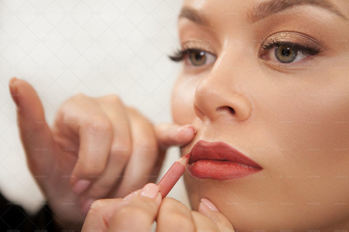 Makeup Artist Using Lip Liner: Stock Photos