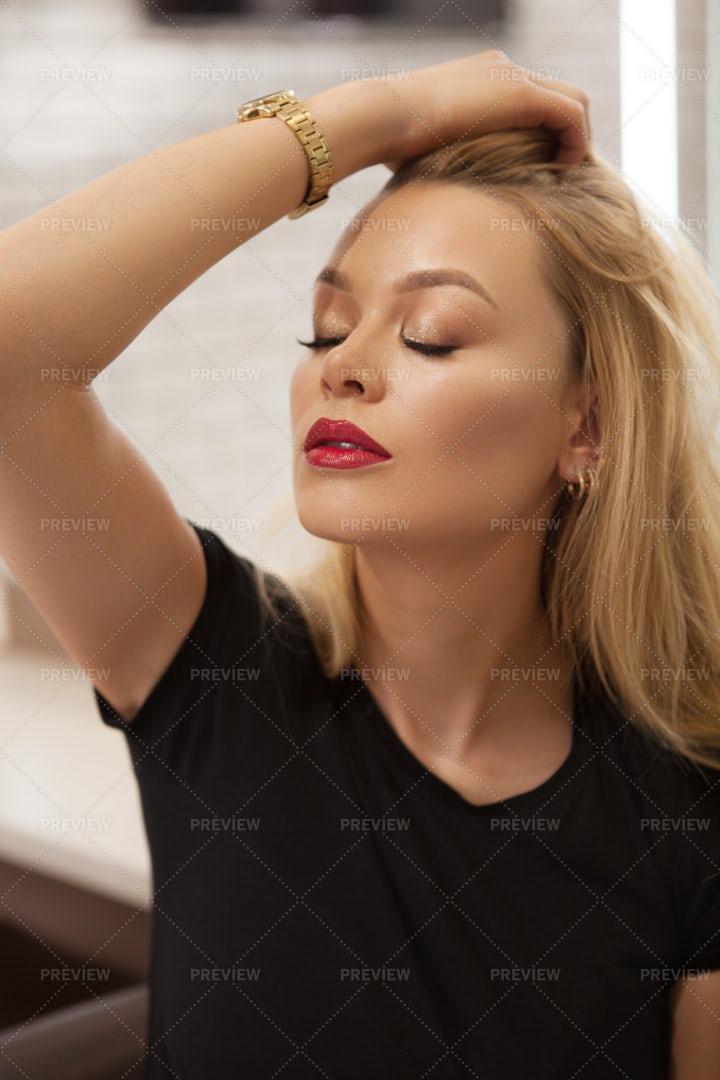 Woman Wearing Makeup: Stock Photos
