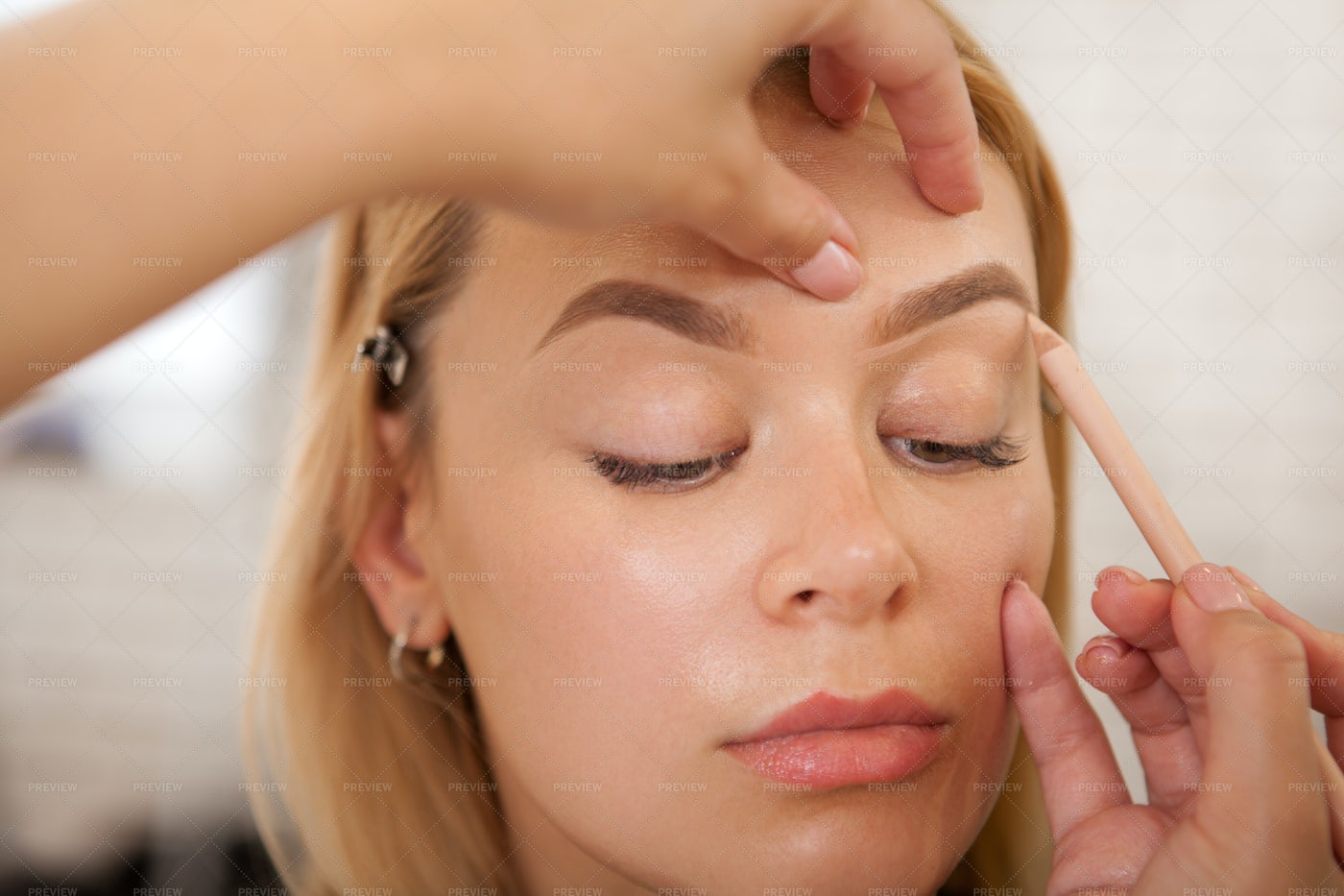 Making Up The Eyebrows: Stock Photos