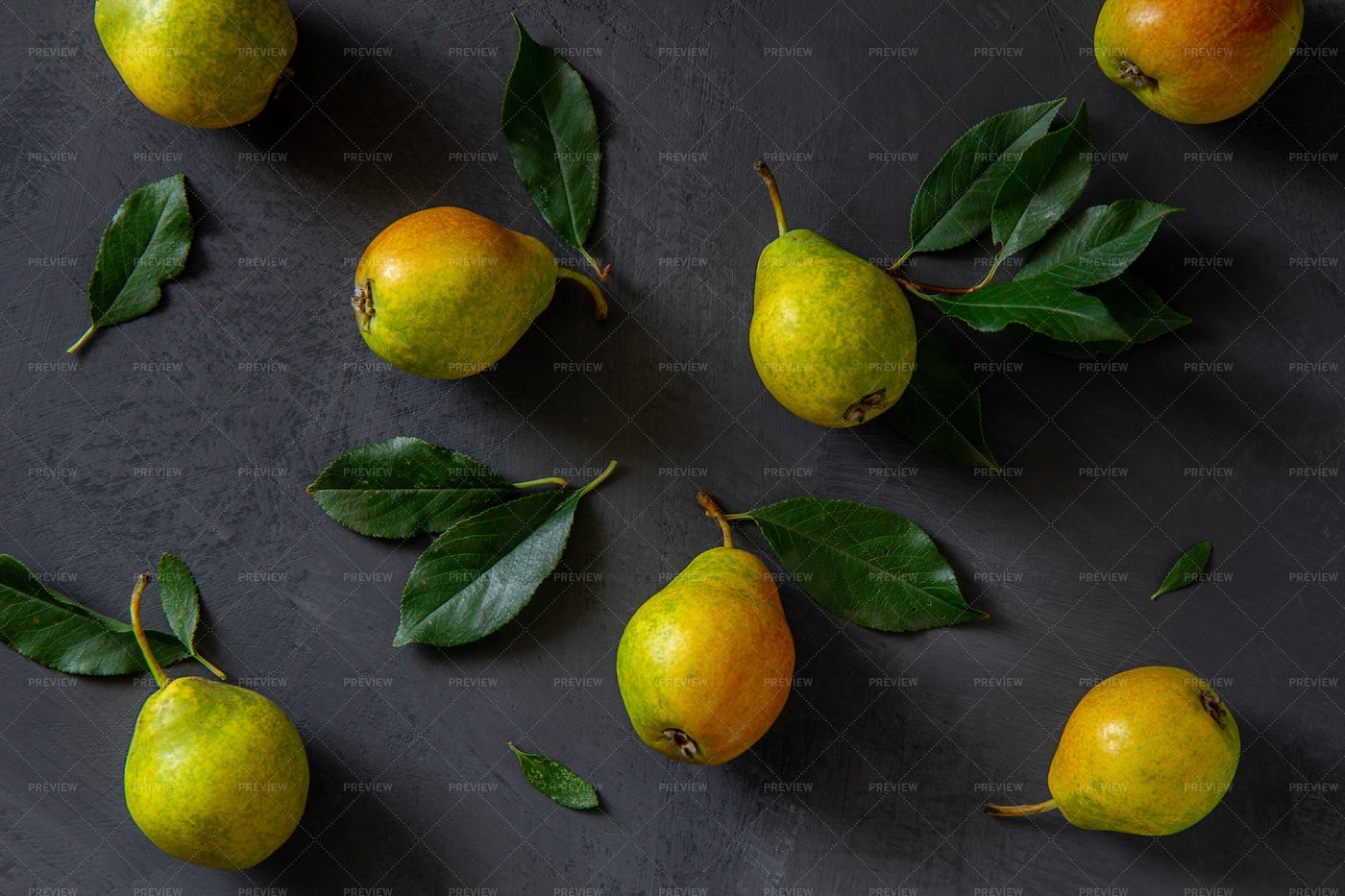 Pears With Leaves: Stock Photos