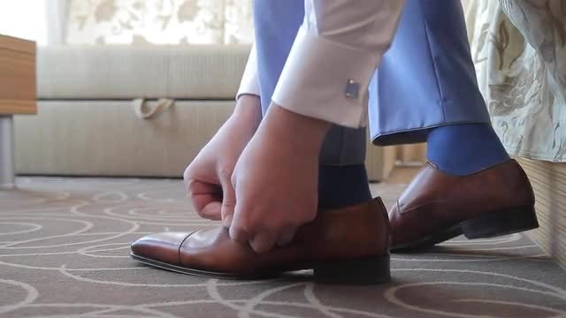 Man Wears Shoes: Stock Video