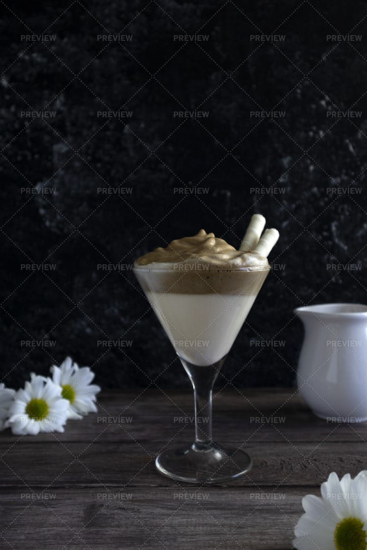 Dalgona In A Glass: Stock Photos