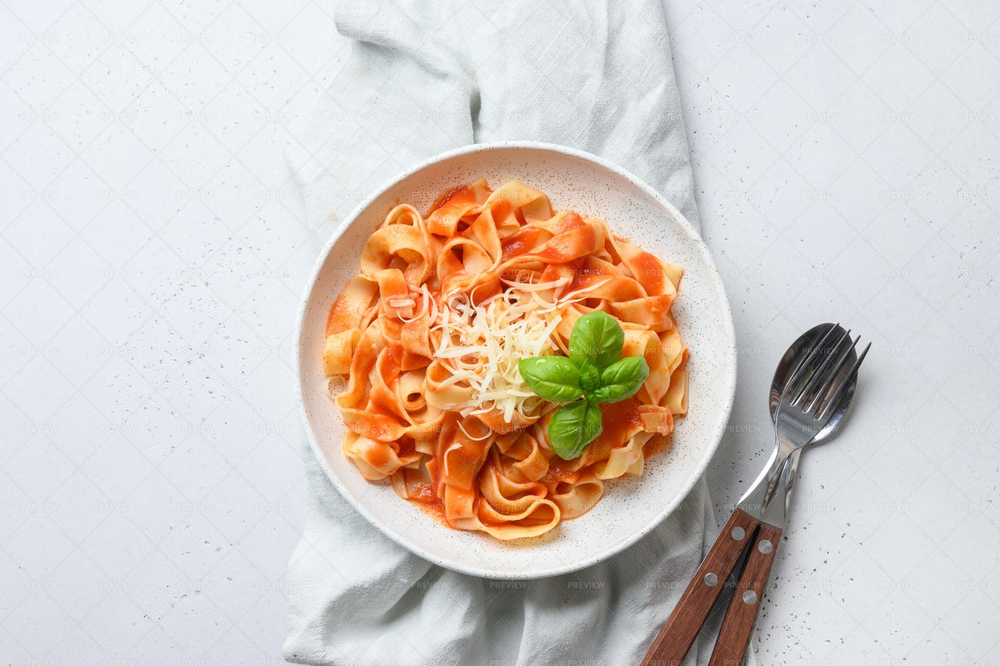 Fettuccine With Tomato Sauce And Basil: Stock Photos