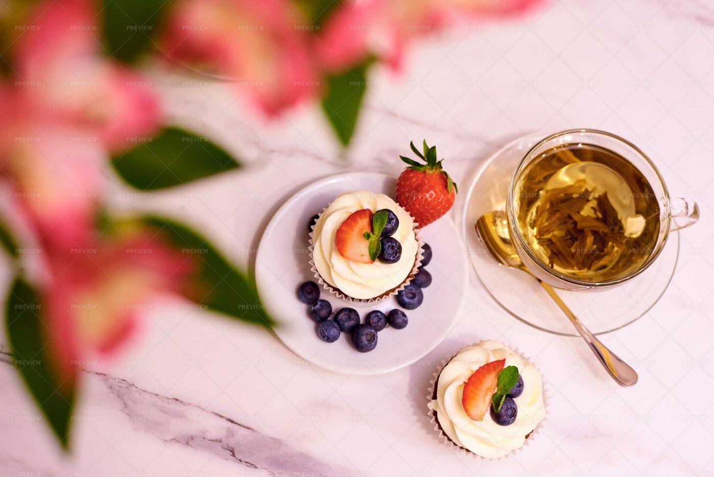 Cupcakes And White Tea: Stock Photos