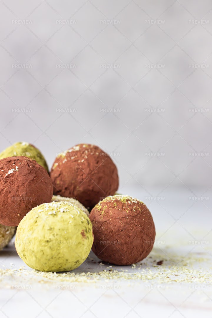 Homemade Raw Energy Balls: Stock Photos