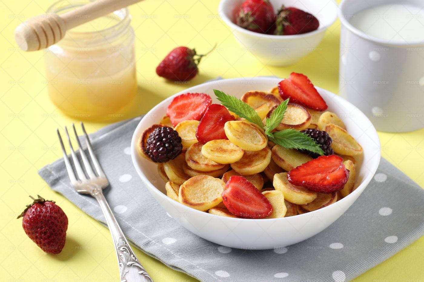 Tiny Pancakes For Breakfast: Stock Photos