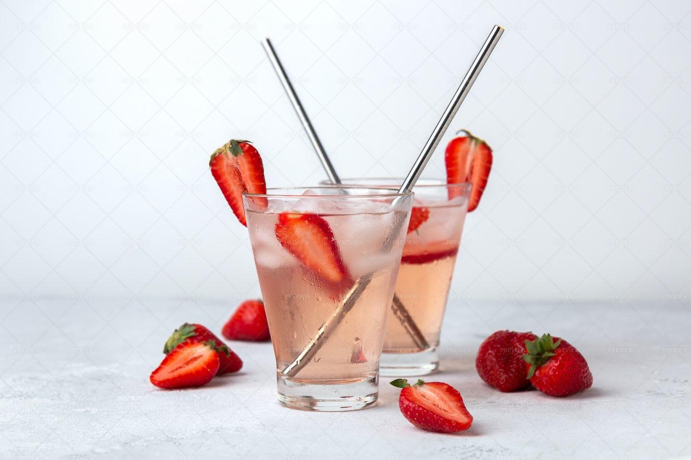 Iced Fruit Tea: Stock Photos