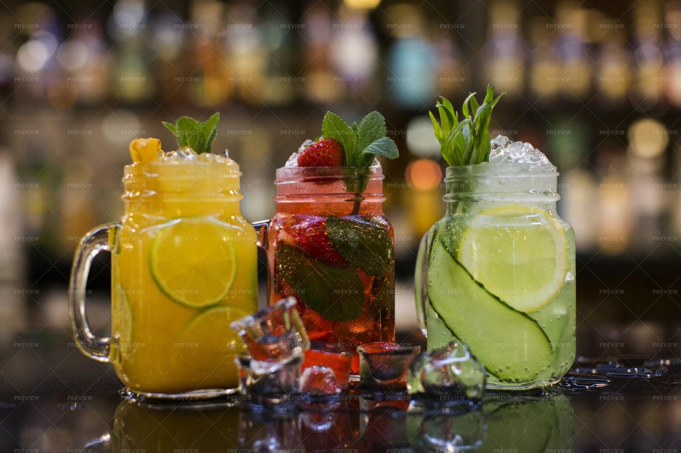 Cocktails In Mason Jars: Stock Photos