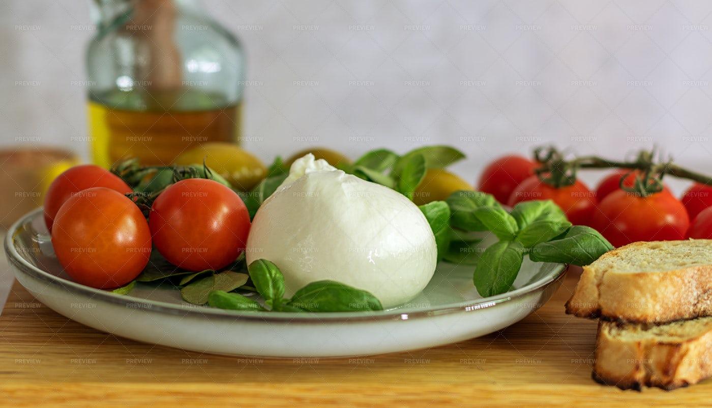 Mozzarella Burrata: Stock Photos