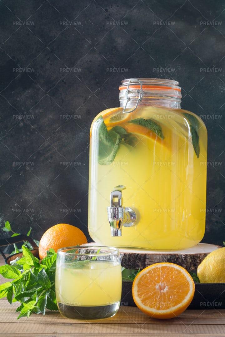 Healthy Detox Lemonade: Stock Photos