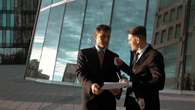 Businessman Signature Outdoors: Stock Video