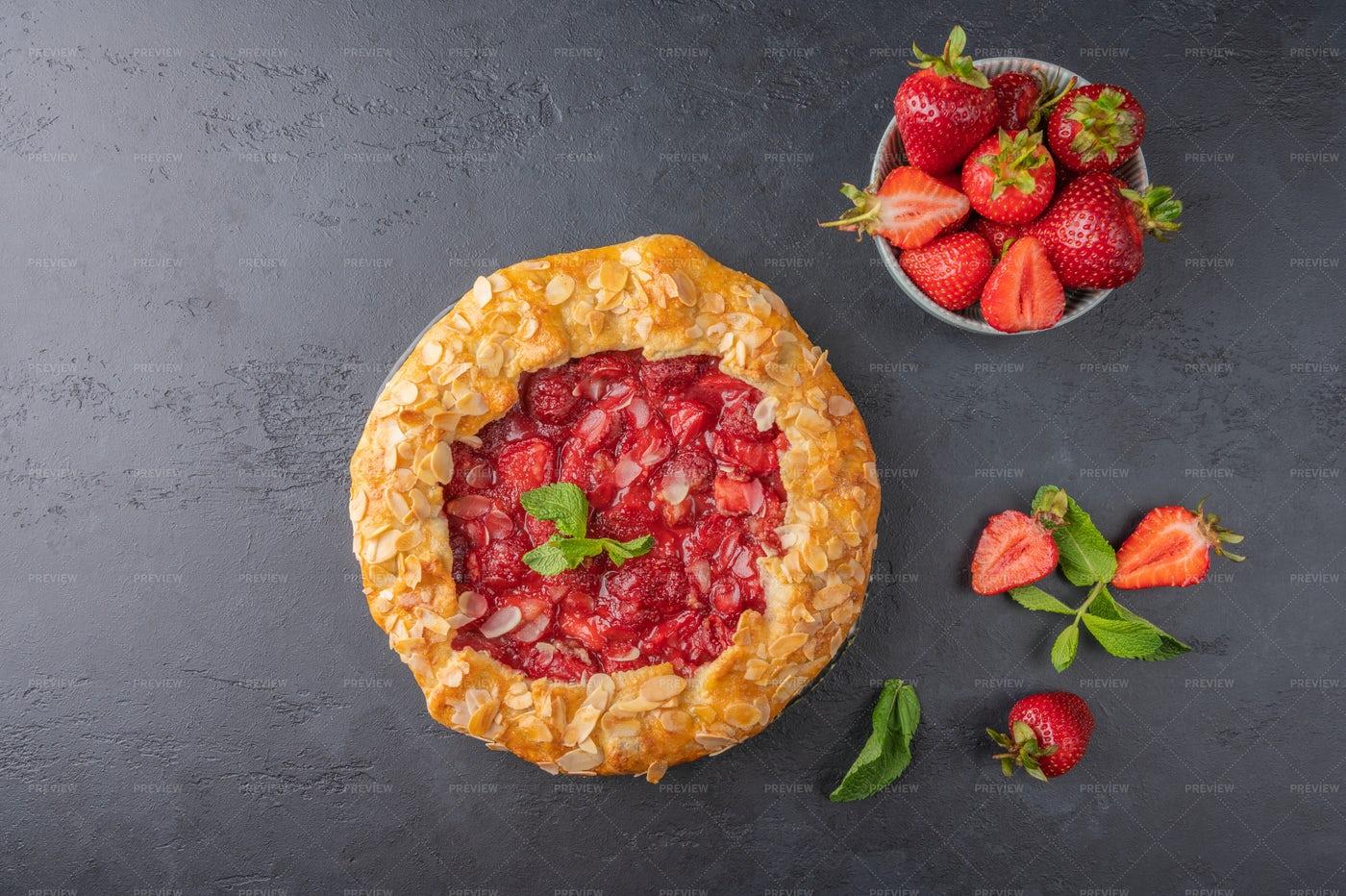 Homemade Flan Pie: Stock Photos
