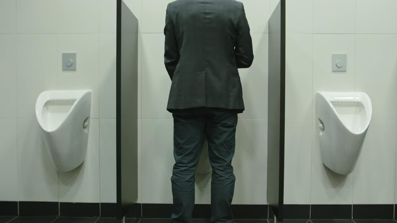 tyler-piss-urinal-peep-hole